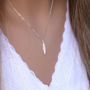 Jewelry - 🔖18k Gold Feather Leaf Necklace Boho chic Petite